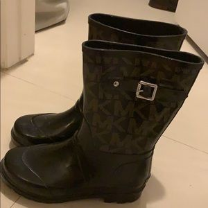 Black mk rain boots